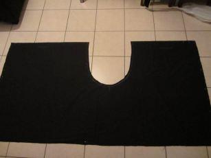 2 rectangles de tissus noir de 2 mètres de long sur 1,10 de haut - base pour une partie du costume de mon frère