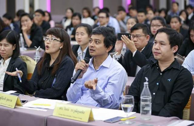 นายฟูเกียรติ จุลนวล ผู้เชี่ยวชาญด้านโซลูชั่นเทคโนโลยี ไมโครซอฟท์ (ประเทศไทย) จำกัด ร่วมเป็นหนึ่งในคณะกรรมการตัดสินการแข่งขัน