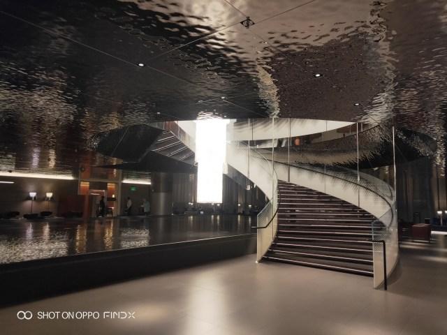 ภาพถ่ายภายในอาคารจากกล้องของ OPPO Find X ก็ได้ AI camera ช่วยปรับภาพให้ดูดีได้