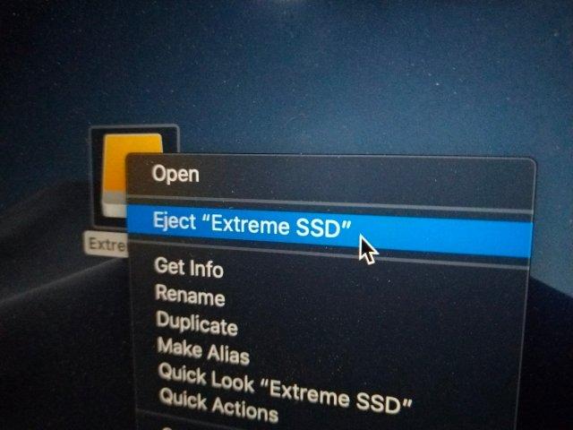 บน macOS ก็ต้อง Eject อุปกรณ์ออกก่อน