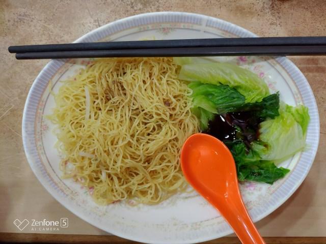 บะหมี่แห้ง พร้อมผัก $HK27