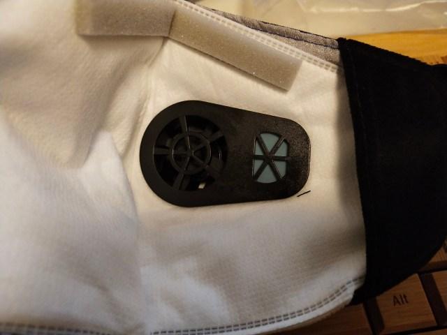 L'intérieur du masque verra que le ventilateur sera également saisi de l'intérieur