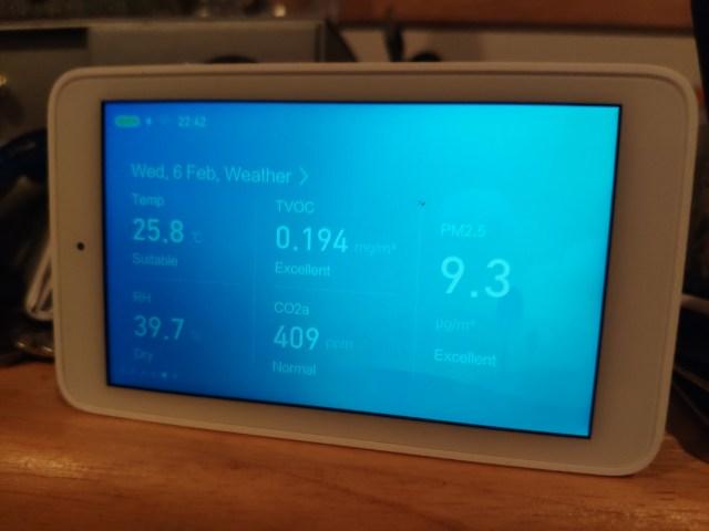 ค่า PM2.5 ในห้องนอนผม 9.3 ไมโครกรัมต่อลูกบาศก์เมตร นี่คือแค่เปิดเครื่องฟอกอากาศ 10 นาที จากนั้นให้แอร์ทำหน้าที่ต่อไป