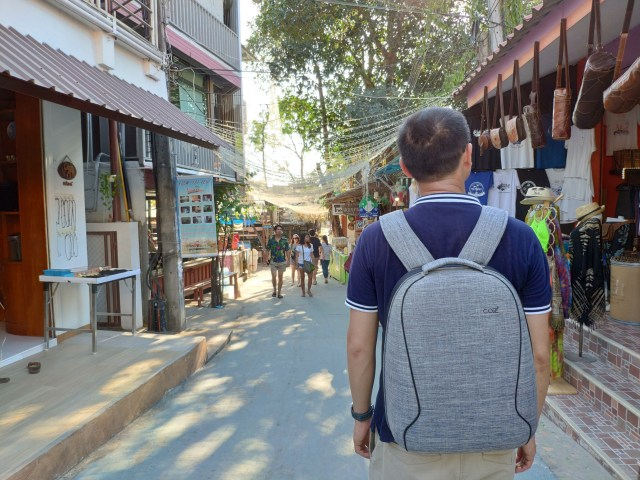 รีวิวกระเป๋าเป้ Cozistyle รุ่น City Backpack สีเทา เห็นเล็กๆ แต่จุไม่ใช่เล่น 12