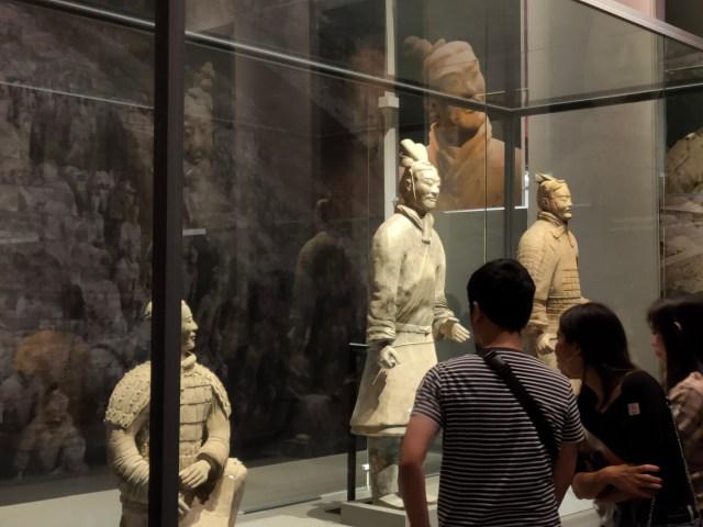 ภาพ 2x ของจุดจัดแสดงหุ่นดินเผาทหารสุสานจิ๋นซีฮ่องเต้