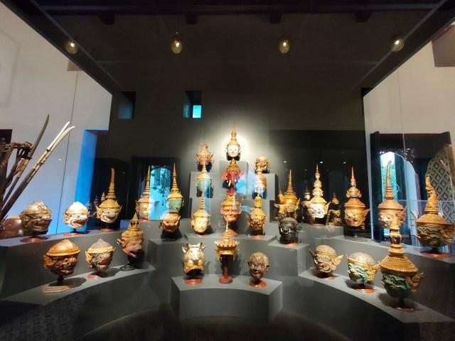 ภาพหัวโขนในเรื่องรามเกียรติ์ที่จัดแสดงในพิพิธภัณฑ์สถานแห่งชาติ