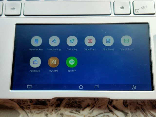 หน้าจอ ScreenPad 2.0 ที่ทำหน้าที่เป็นทั้งจอขนาดเล็ก และ TouchPad ในตัว
