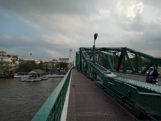 ทางคนเดินบนสะพานพุทธยอดฟ้าจุฬาโลก
