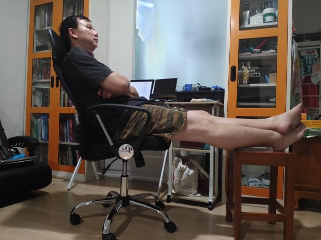 เก้าอี้ U-RO DECOR รุ่น SUN ตอนที่เอนเบาะแล้ว จะเห็นว่าเอนได้นิดนึง
