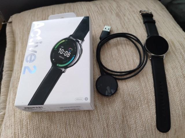Samsung Galaxy Watch Active 2 พร้อมที่ชาร์จ และกล่อง