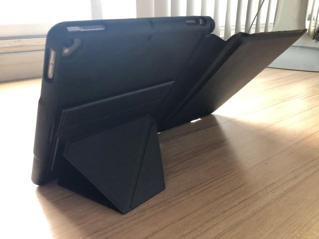 "Genius Keyboard รุ่น Folio แบบพับส่วน Folio มาวาง iPad Pro 10.5"" แบบแนวตั้ง"