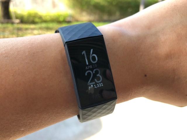 หน้าจอแสดงผลของ Fitbit Charge 4