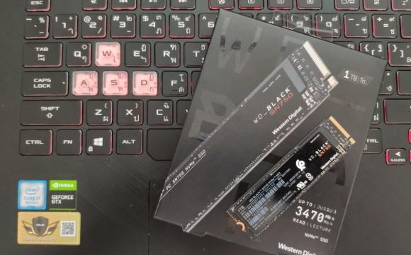 กล่อง WD Black SN750 SSD NVMe วางบนแป้นพิมพ์ของโน้ตบุ๊ก