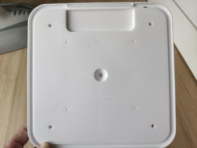 ด้านในฝาปิดกล่องฆ่าเชื้อ Kireo ตรงกลางมีไฟ UVC LED อยู่ดวงนึง