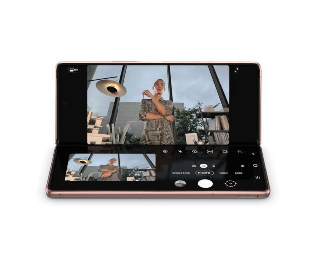 การถ่ายภาพด้วย Flex mode ของ Samsung Galaxy Z Fold 2