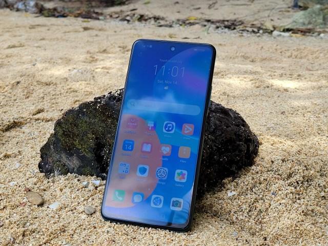 Huawei Y7a (2020) วางบนหาดทราย
