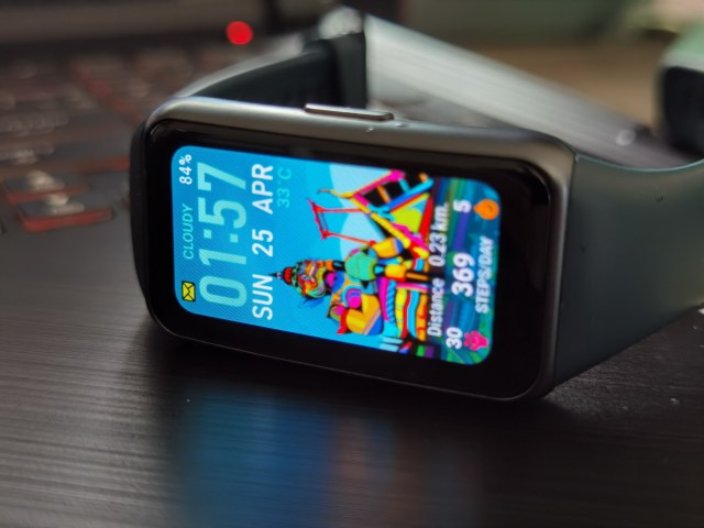 สมาร์ทแบนด์ Huawei Band 6 หน้าจอกำลัง หน้าปัดนาฬิกาเป็นลายวัดและยักษ์ ของไทย
