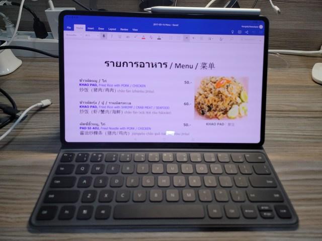 """Huawi MatePad Pro 12.6"""" พร้อมคีย์บอร์ด กำลังทำงานแก้ไขเอกสารเมนูอาหาร"""