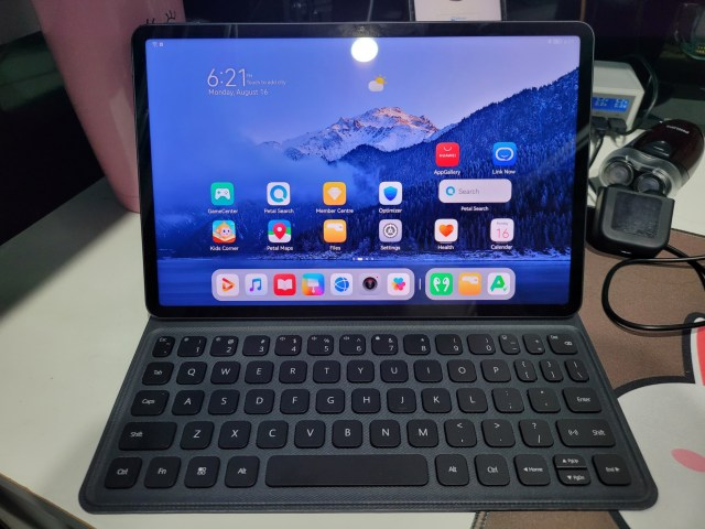 HUAWEI MatePad 11 เมื่อติดตั้ง Smart magnetic keyboard แล้ว