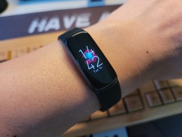 Fitbit Luxe สีดำ