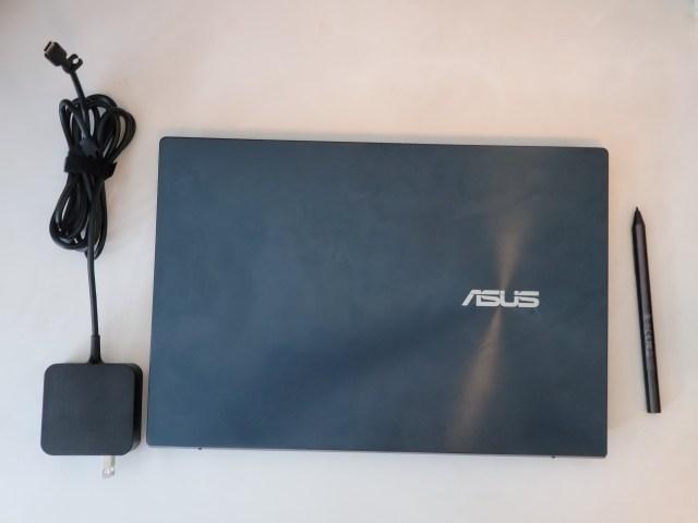 โน๊ตบุ๊ก ASUS ZenBook Duo 14 UX482EA-HY001TS พร้อมอุปกรณ์ต่างๆ ที่แถมมาในกลุ่ม