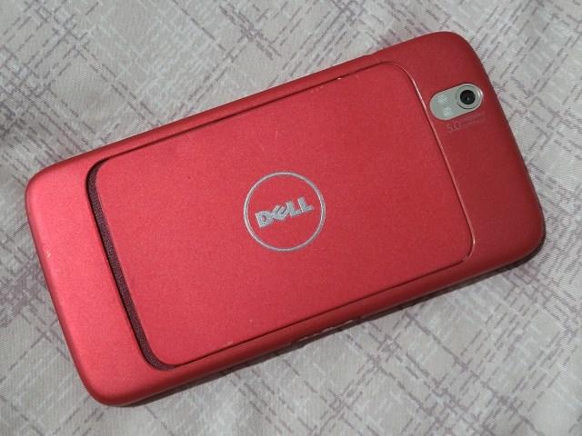 ด้านหลังของสมาร์ทโฟน Dell Streak 5 สีแดง