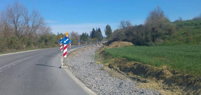 Κίνδυνος ατυχήματος από τα έργα στον δρόμο στο χωριό Πλάκα.
