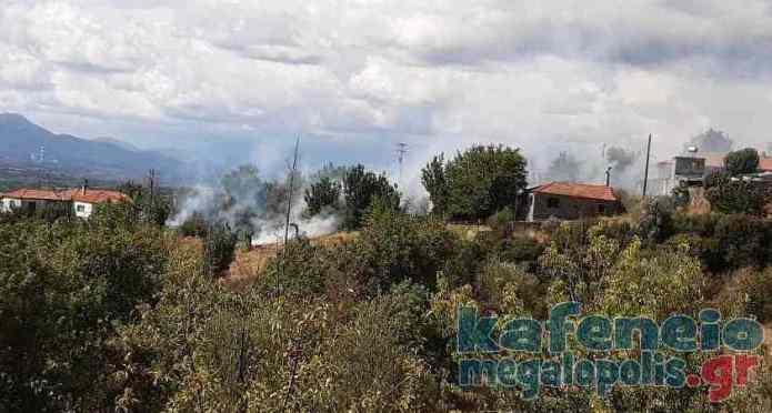 Άμεση επέμβαση της Πυροσβεστικής σε φωτιά στα Καλύβια Λεονταρίου