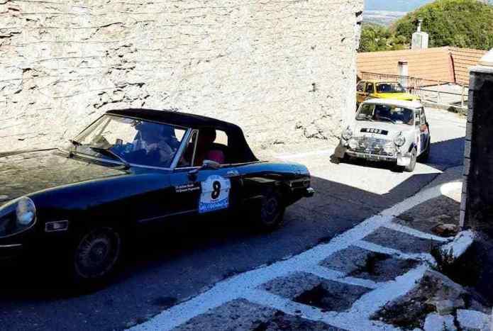 Αυτοκίνητα Αντίκες στο Ίσαρη (photo)