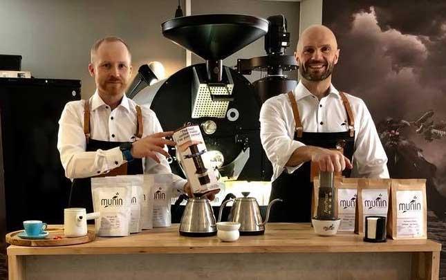 Bilde av Espen og Howar i Munin kaffebrenneri