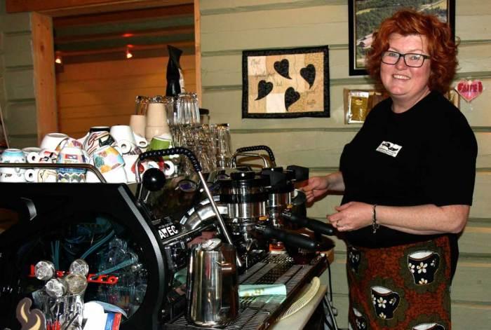 Bilde av Hanne Arntzen i kaffebaren