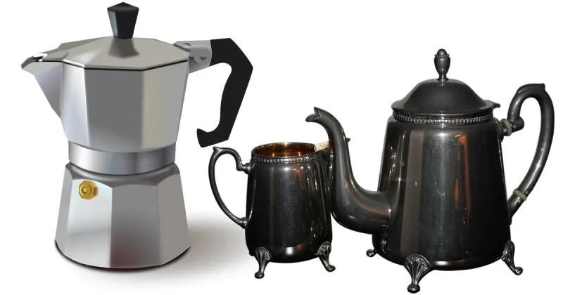 So wird die Kaffee- oder Teekanne wieder blitzeblank sauber