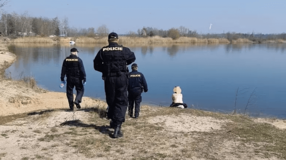 Czech police apprehend nudists without face-masks