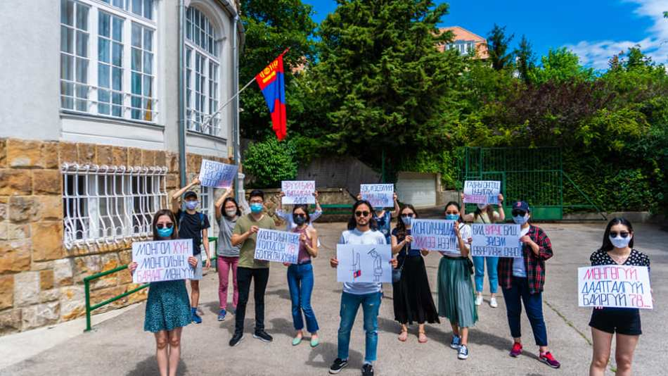 Mongolians-stranded-in-europe-embassy