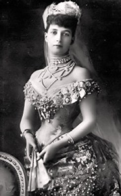 Alexandra of Denmark, Queen of England, wife to Edward VII. Source: liveinternet.ru