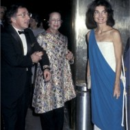 With Jackie Kennedy, 1977. Source: Vogue.it