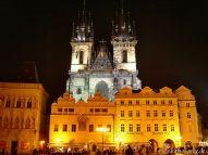 Die Teynkirche bei Nacht