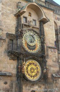 Eine der größten Touristenattraktionen - die astronomische Uhr