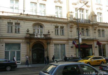 Die ehemalige Arbeiterunfallversicherungsanstalt ist heute ein Hotel + Café