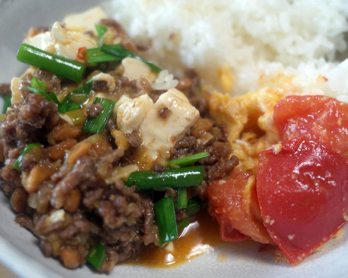 納豆麻婆豆腐と卵とトマトの中華炒め