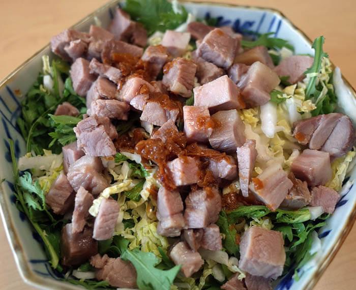ローストポークと白菜と春菊のサラダ