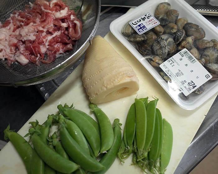 アサリ、塩豚、タケノコ、スナップエンドウ、絹さや