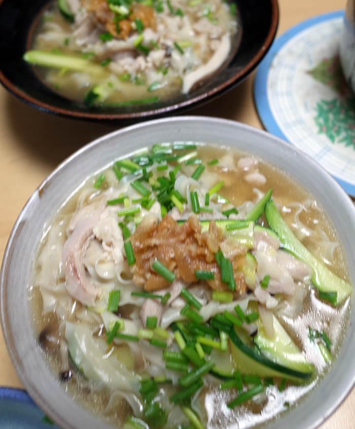 鶏肉とズッキーニ入り刀削麺