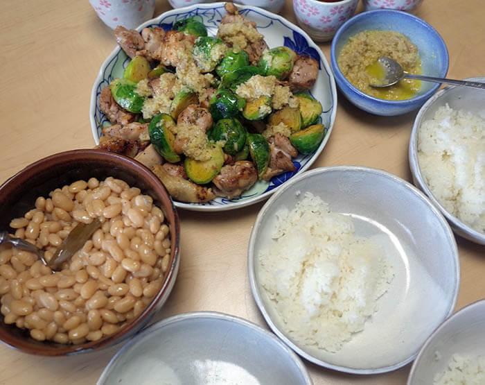 鶏肉と芽キャベツの生姜ソース