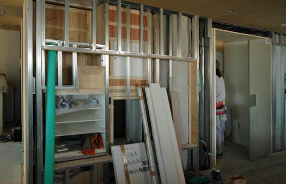 テレビ・ステレオ収納棚の設置状況
