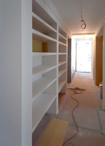 本棚の塗装