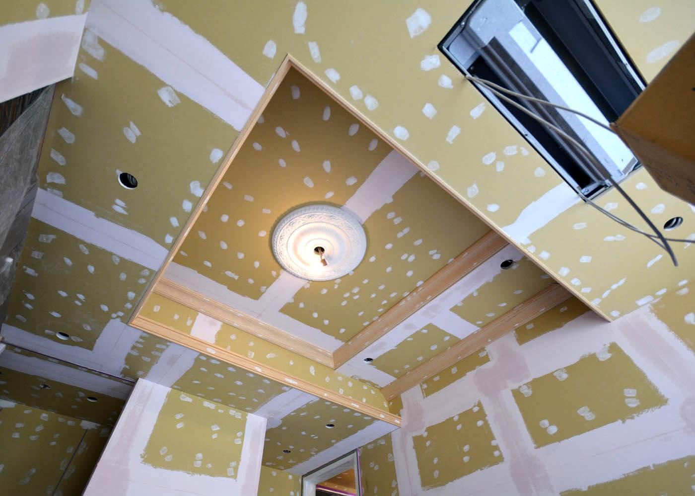 お嬢さまの部屋の二段折り上げ天井の塗装下地