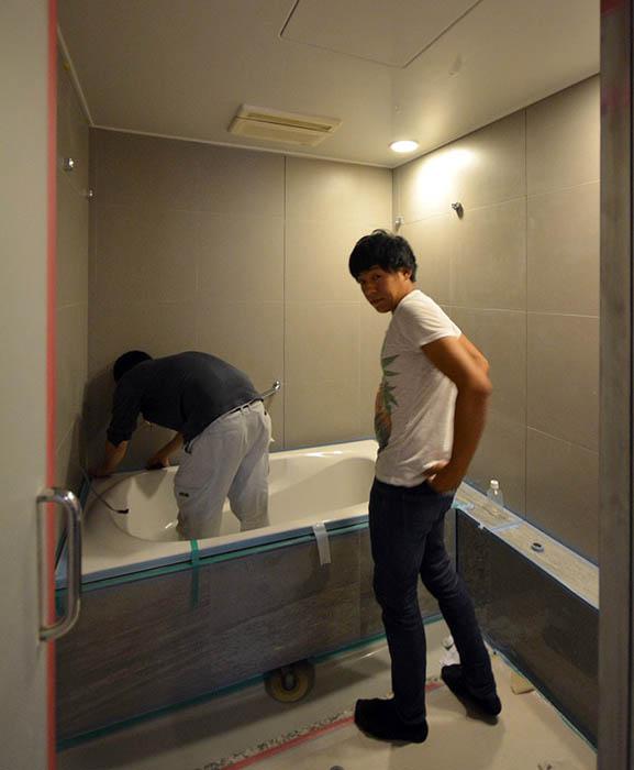 浴室重ね張りタイルの目地打ち