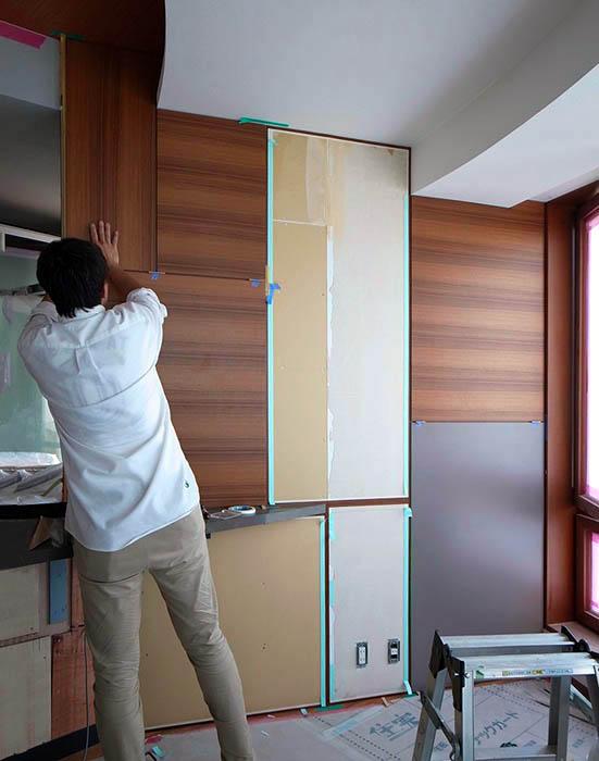 ダイニングのデザインパネル壁の施工