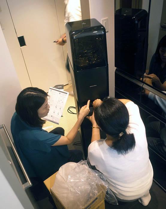 冷蔵庫横のウォーターサーバー設置